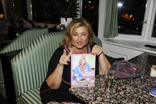 Halina se svojí kuchařskou knihou