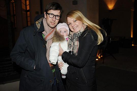 Karolína s partnerem Edmundem a dcerou Emou