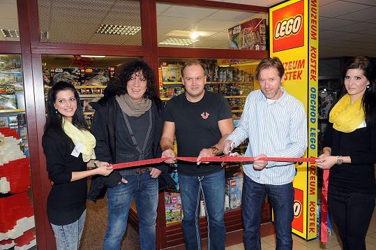 To Genzer spolu s Jiřím Langmajerem a Markem Vítem otevíral.