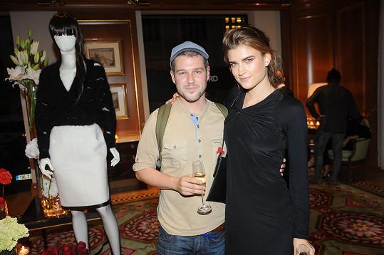 Modelka se svým oblíbeným českým návrhářem Jakubem Polankou, který je rovněž ceněn za hranicemi naší vlasti. Především v Paříži.