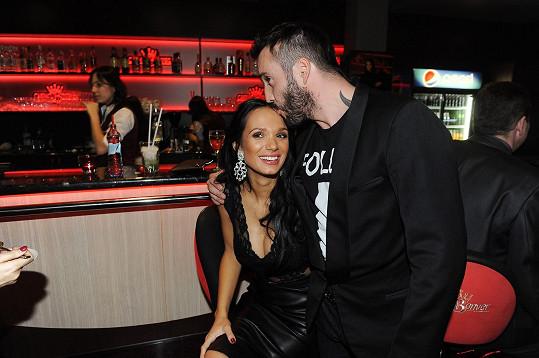 Gábina s Noidem na párty pražského kasina