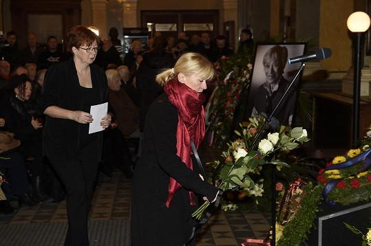 I Dana Batulková se asi divila, proč nemá Luba Skořepová rozloučení se všemi poctami včetně čestné stráže u rakve.