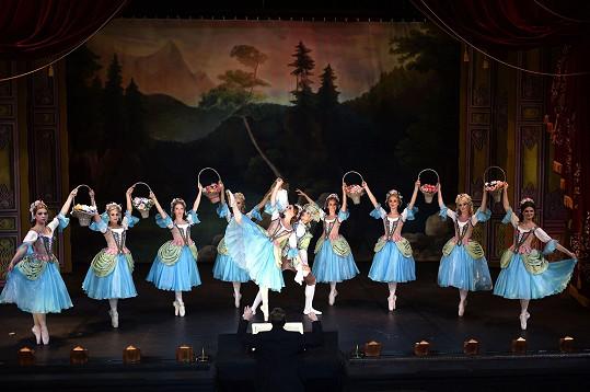 ...a mezi baletkami jako kamarádka hlavní hrdinky