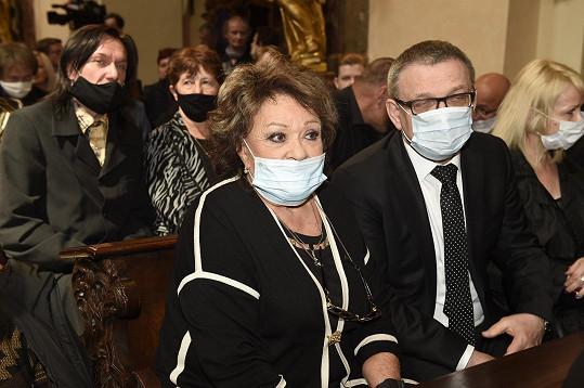 Rozloučit se přišla také Jiřina Bohdalová a ministr kultury Lubomír Zaorálek.