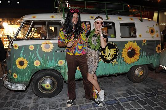 Marian Vojtko s kolegyní z Fantoma opery Michaelou Gemrotovou byli povedeným hippie párem.