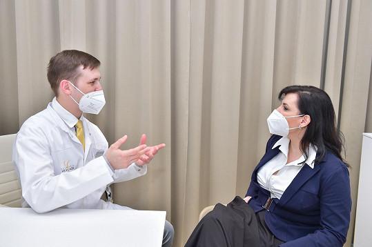 S Andreou jsem si povídali předtím, než podstoupila modelaci prsou na známé pražské klinice.