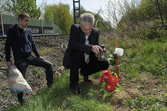 Honza otci dělal nosiče květin.
