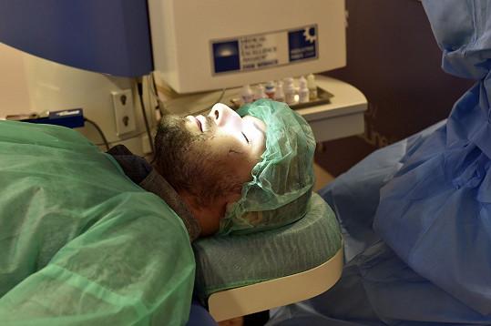 Zdeněk Bahenský podstoupil laserovou operaci očí.