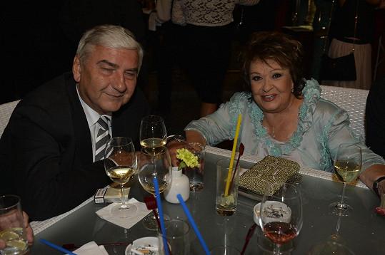 Na afterpárty se bavila s Miroslavem Donutilem.