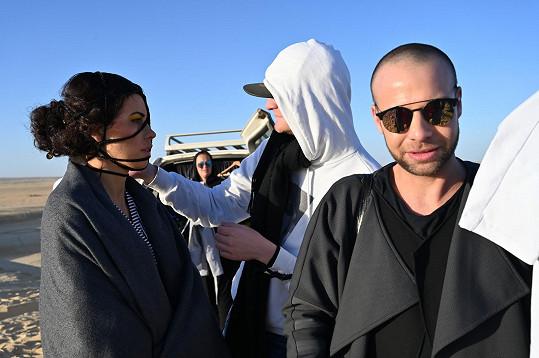 Podmínky během focení módní řady Michala Marka na poušti samozřejmě nebyly ideální.