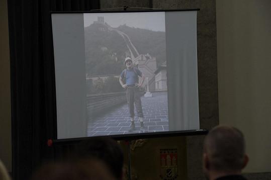 Během obřadu se promítaly fotky Jiřího Ornesta.