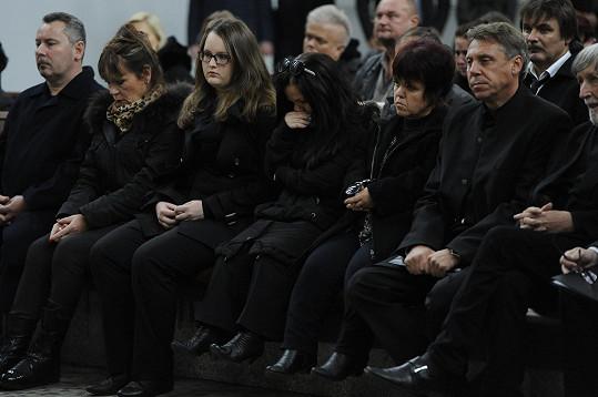 Dcera Janička (vpravo Krytinářova exmanželka) propukala v pláč.