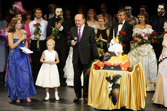 K narozeninám dostal obrovský dort s motivy Fantoma opery.