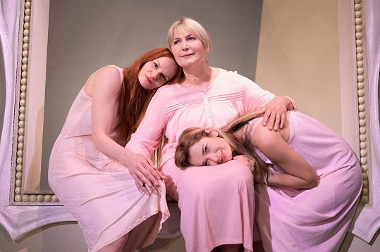 Představení Holky jako květ bude mít premiéru 12. září.