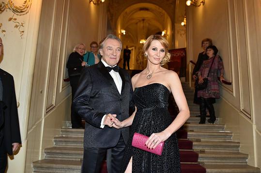 Karel Gott dělal manželce Ivaně styling.