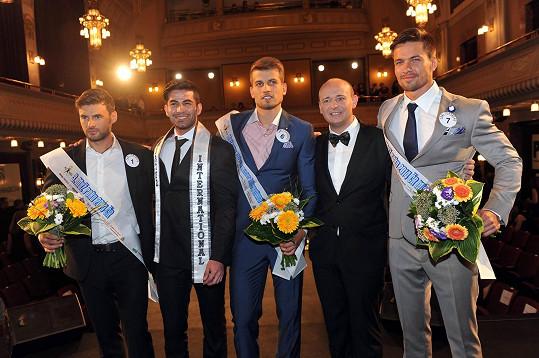 Tomáš s kolegy ze soutěže, světovým Mužem roku a ředitelem soutěže Davidem Novotným.