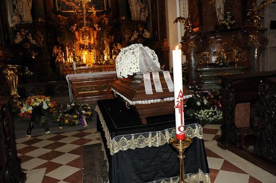 Smuteční rozloučení s Pavlem Landovským se koná v kostele sv. Ignáce na Karlově náměstí v Praze.