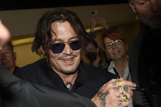 Johnny Depp dorazil do Thermalu uvést film Hrnec zlaťáků: Pár drinků s Shanem MacGowanem.