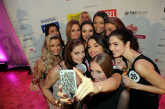 S finalistkami si udělala selfie.