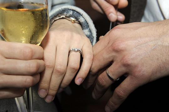 Ukázali nám prstýnky.