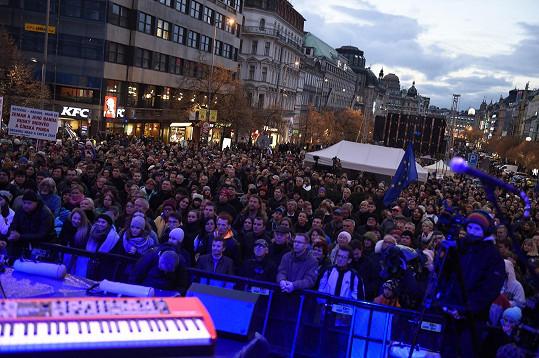 Na Václavském náměstí bylo plno.