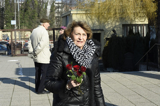 Se Zdeňkem Bartákem starším spolupracovala i Yvetta Simonová.