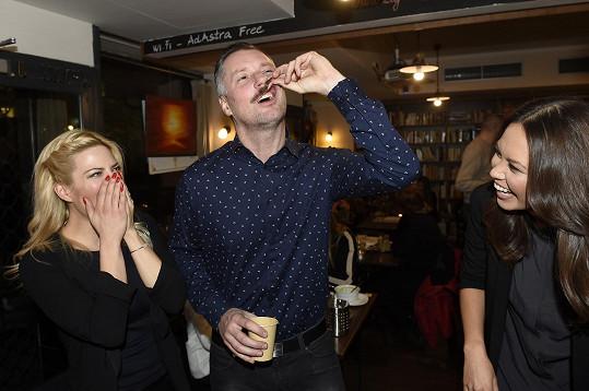 V šoku byly i jeho kolegyně Monika Leová a Eva Perkausová.