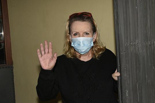 V léčebně si pobyt prodloužila kvůli opatřením proti koronaviru.
