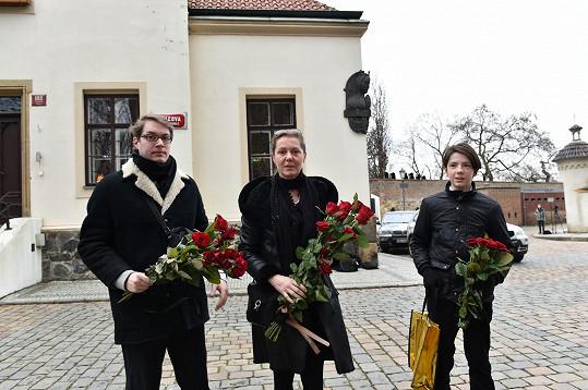 Olga Michálková se syny. S Petrem Hapkou má syna Kašpara (vpravo).