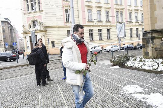 Martin Dejdar přinesl růži.