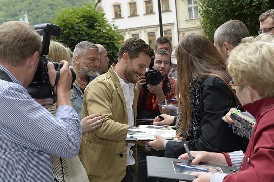 Stihl i pár podpisů fanouškům.