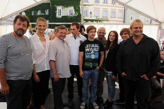 S kolegy ze seriálu Vinaři