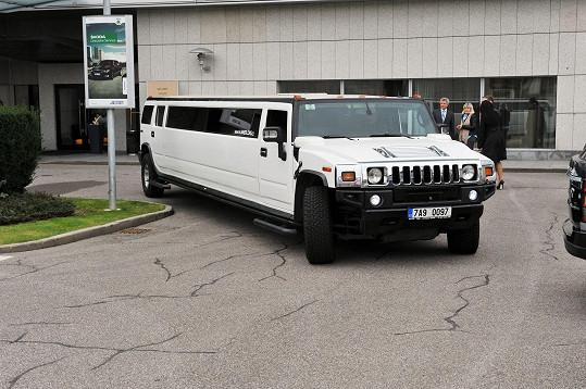 Dívky měly zařízený opravdu velkolepý odvoz do hotelu.
