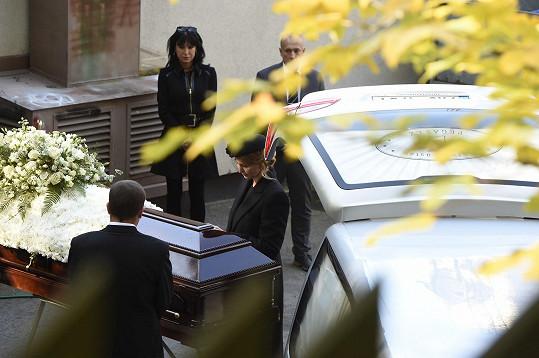 Ivana dala poslední sbohem svému milovanému manželovi.