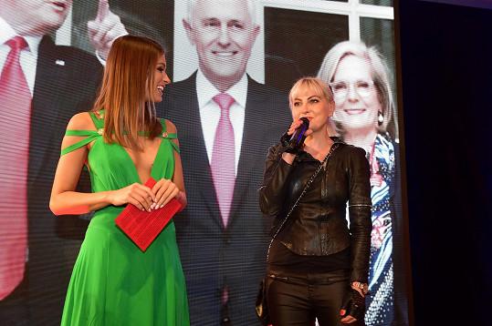 Akci pořádanou Bárou Nesvadbovou moderovala Jasmina Alagič známá ze SuperStar.