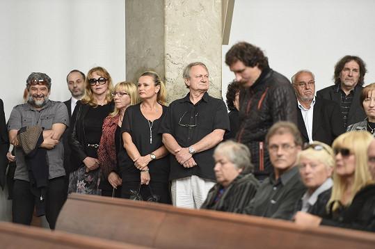 Mezi kamarády ve smuteční síni nechyběli manželé Adamcovi nebo Zbyněk Merunka.
