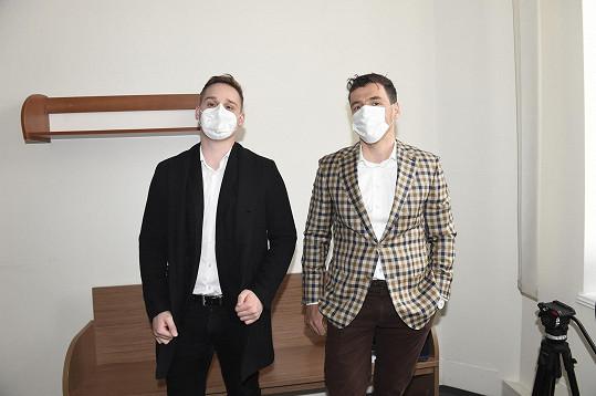 Advokátem Novotného je JUDr. Adam Batuna (vpravo).