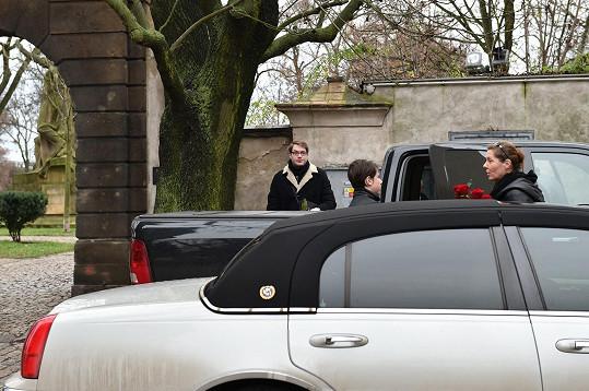 Na pohřeb Petra Hapky dorazila jeho bývalá přítelkyně Olga Michálková se synem Kašparem.