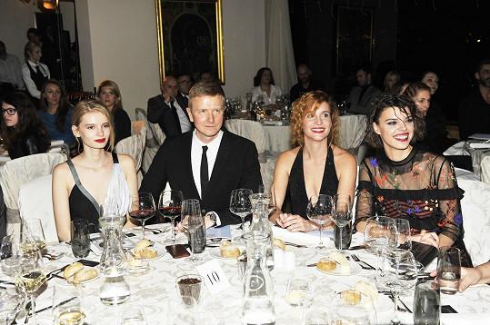 Vagnerová dorazila na akci v doprovodu kolegyně Evy Doležalové, se kterou se spřátelila v Los Angeles. Během večera byly herečky usazeny vedle majitele pořádající agentury Václava Dejčmara.
