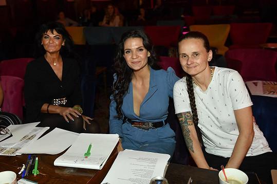 Režisérka projektu Nikol Prokešová (uprostřed) má jasně nastavenou laťku, co se týče výběru tanečníků a zpěváků.