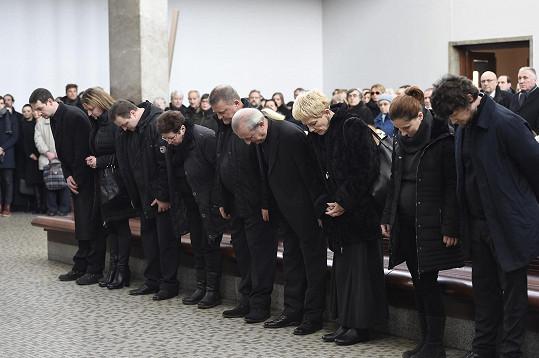Pohřeb Michala Pavlaty se konal ve Velké obřadní síni strašnického krematoria.