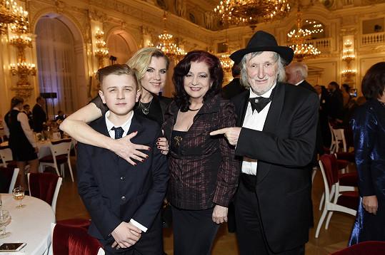 Leona a Artur s manželi Jakubiskovými