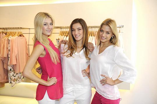 S kolegyněmi předváděly modely kolekce Luisa Cerano.