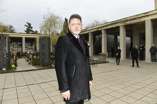 Vadim Petrov ml. se přišel rozloučit se svým otcem.