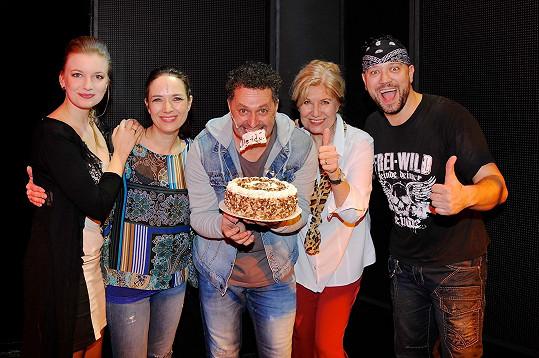 Oslava proběhla v divadle Broadway, kde měl Dejdar v den svých narozenin dvě představení.