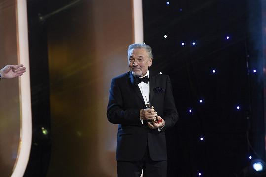 Karel Gott je mezi zpěváky letos opět zlatý...