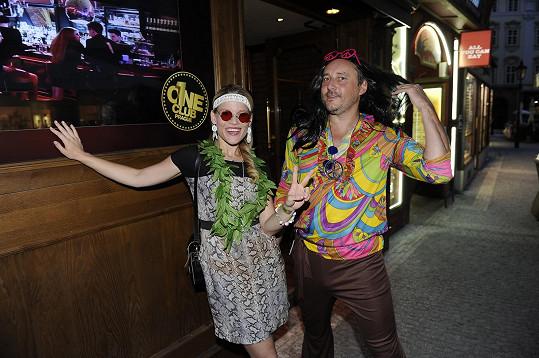 Míša s Marianem Vojtkem na hippies párty.