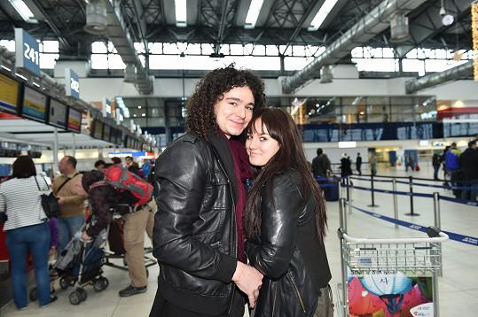 Ewa Farna s Martinem Chobotem na letišti