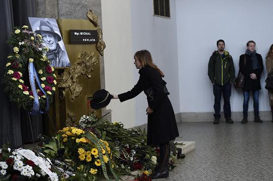 Tatiana Vilhelmová se klaní Pavlatově památce...
