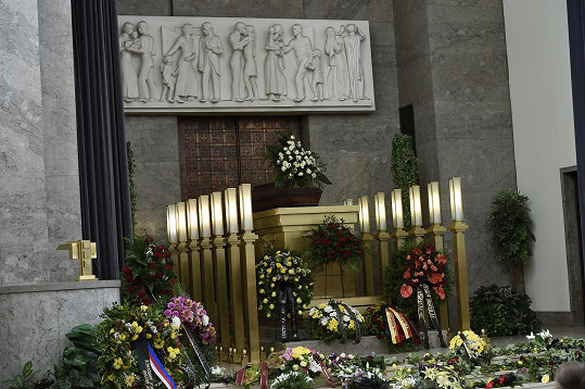 Rakev s ostatky Jiřího Ornesta